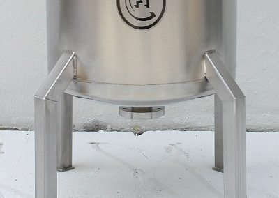 optional legs for cryogenic container