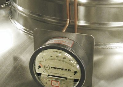 differential pressure liquid level gauge for cryogenic containers