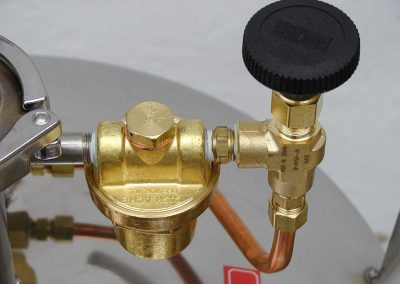 self-pressurizing system