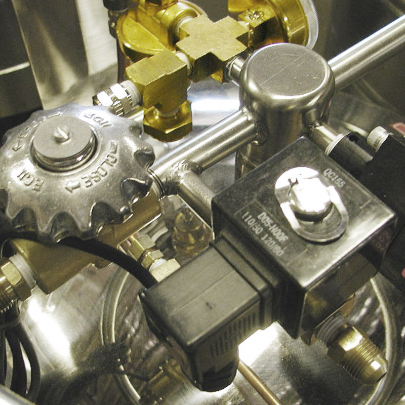 dedicated solenoid port for cryogenic dewar